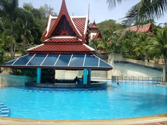 Krabi Thai Village Resort : The pool bar
