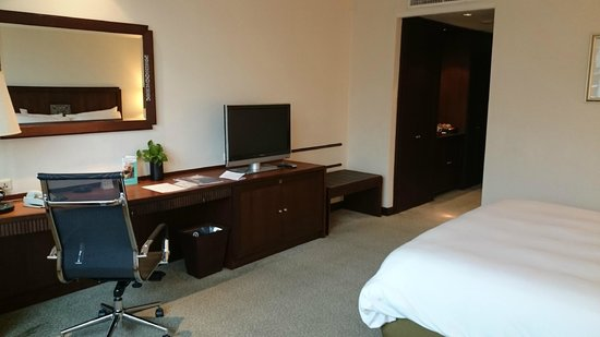 Plaza Athenee Bangkok, A Royal Meridien Hotel : Deluxe Room King Bed