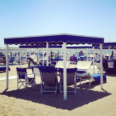 Gazebo in spiaggia foto di bagno grazia marina di - Bagno adua marina di pietrasanta ...