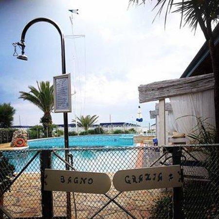 Ingresso della piscina picture of bagno grazia marina for Bagno della piscina