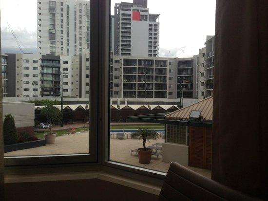 Hyatt Regency Perth : Overlooking the pool