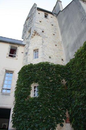 Le Manoir Sainte Victoire : castle part of B & B where rooms are
