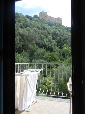Albergo Rossella: Vista castello