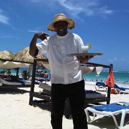 Punta Cana Princess All Suites Resort & Spa : beach service