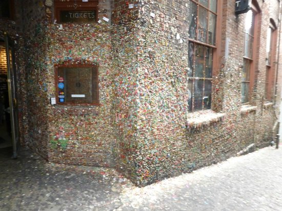 The Gum Wall : Bubble Gum Wall