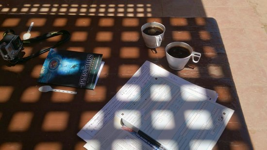 Pyramids Diving Center: filling in papers, dive log & coffee ;)