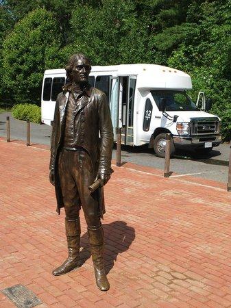 Thomas Jefferson's Monticello: バスにのって山の上の邸宅に向かいます。