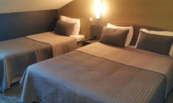 Hotel Le Blason : chambre triple