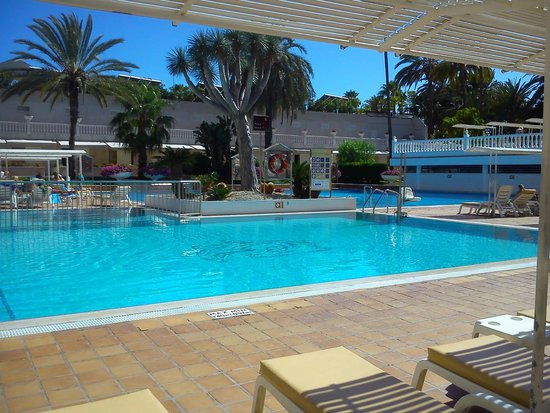 Spring Hotel Vulcano: swimming pool with fixed overhead sun screening