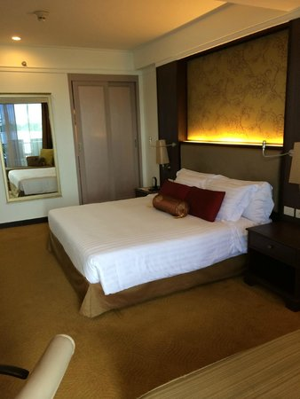 Dusit Thani Pattaya: Old odd bedroom