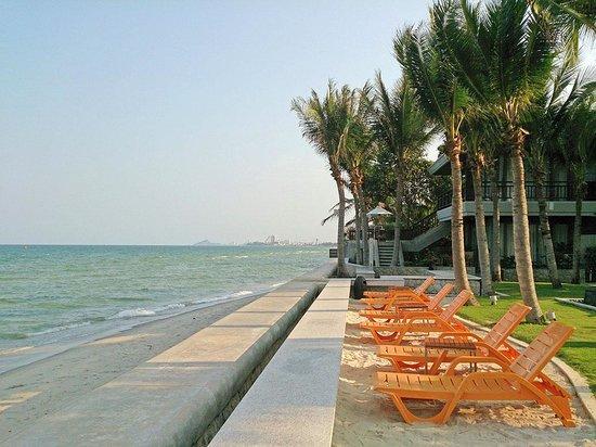 Rest Detail Hotel Hua Hin: the beach