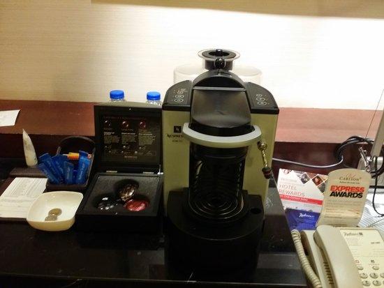 Radisson Blu Cebu: the impressive coffee maker