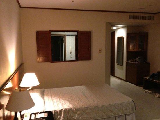 Yakushima Iwasaki Hotel: 洗面所との窓