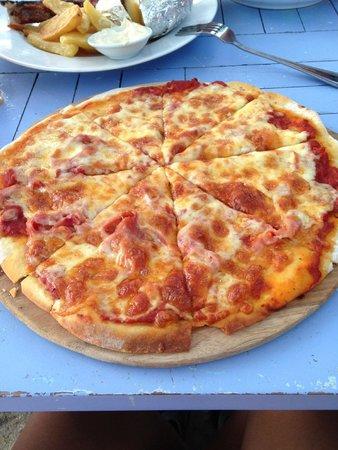 Sandy Bay Beach Club : Pizza