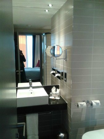 Crowne Plaza Manchester City Centre: Lovely bathroom