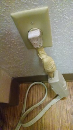 Motel 6 Mount Pleasant: air conditioner power cord