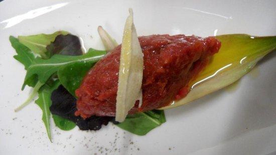 Ristorante La Virata : piccola tartare di filetto su foglia di carciofo nostrano