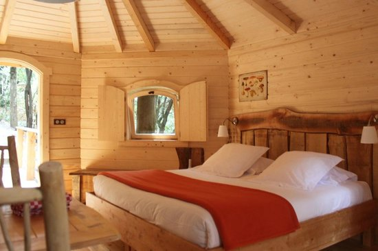 int rieur cabane octogonale photo de les cabanes dans les bois villalier tripadvisor. Black Bedroom Furniture Sets. Home Design Ideas