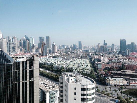 InterContinental Shanghai Pudong: 22階の私の部屋からの眺め