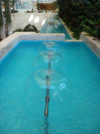 Spring Hotel Vulcano: ornamental pools in the lobby