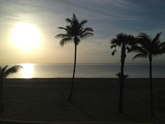 Paradise Oceanfront Hotel: Sunrise View from Hotel