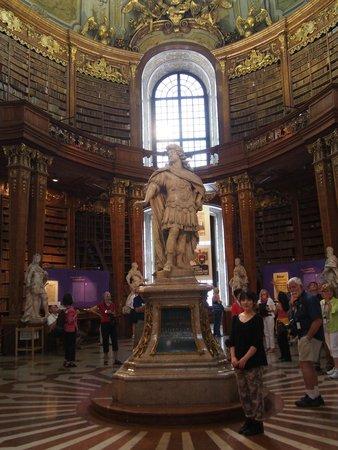 Nationalbibliothek: 天井が高いです