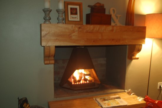 Gelukkie : The fireplace makes the whole place cosy !!