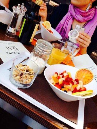 Yacht Style Bar Restaurant : brunch
