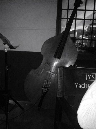 Yacht Style Bar Restaurant : degustazione con live jazz band