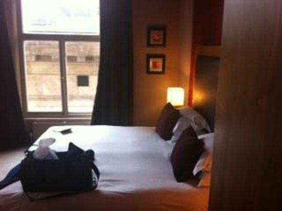 62 Castle Street: Room