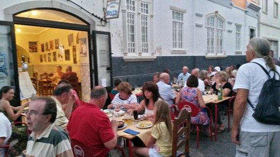 Restaurante Brisa do Rio : No brisa do rio come-se na rua