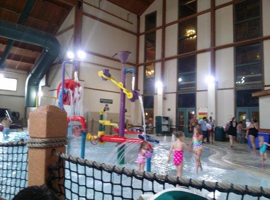 Great Wolf Lodge Kansas City : pool area
