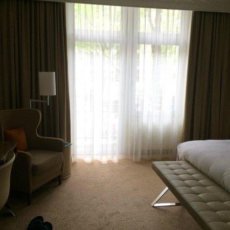 Renaissance Lucerne Hotel: Bedroom