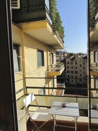 Mia Lodge B&B & Hostel : Balcony