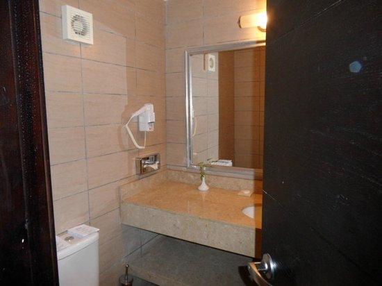 Jaz Fanara Resort & Residence: bathroom