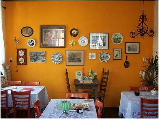 interieur - Foto van Koffie En Theehuis Tante Til, Enumatil ...