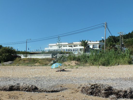 Belle Helene Hotel: vista dell hotel dalla spiaggia
