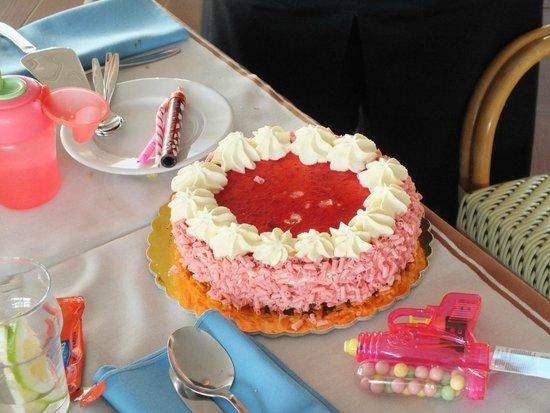 Belle Helene Hotel: torta offerta a mia figlia per suo compleanno