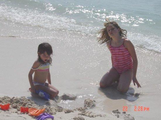 Edgewater Beach and Golf Resort: fun at the beach