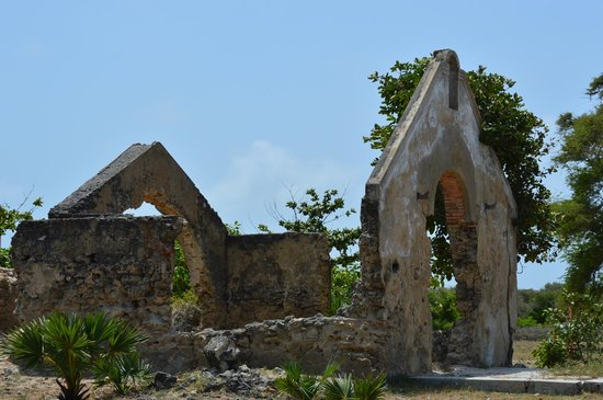 Dutch Bay Resorts: Ruins of an old Dutch church (ca. 1550)