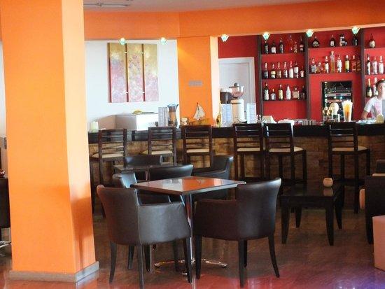 Belle Helene Hotel: bar hotel
