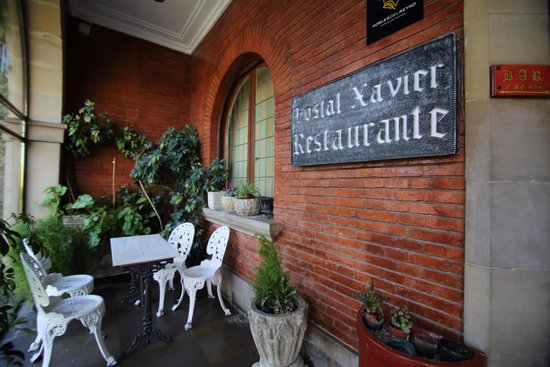 Hotel Xabier: Porche de entrada