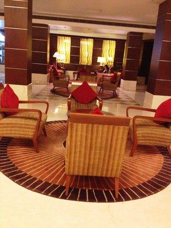 Ramada Plaza JHV Varanasi: Lobby