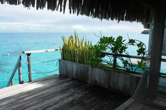 Hilton Bora Bora Nui Resort & Spa : Bungalow deck