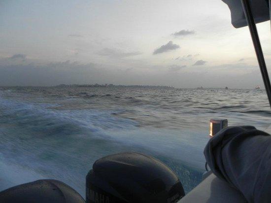 Four Seasons Resort Maldives at Kuda Huraa: Speed boat that took us to the resort