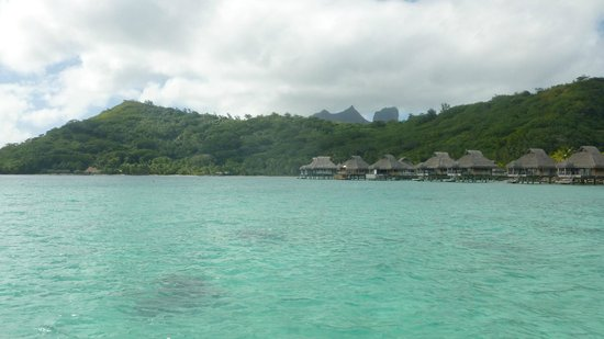 Hilton Bora Bora Nui Resort & Spa : Deck view from 317