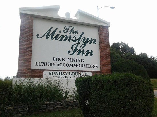 The Mimslyn Inn: Beautiful signage upon arrival