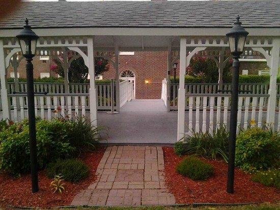 The Mimslyn Inn: The Mimslyn large backyard gazebo