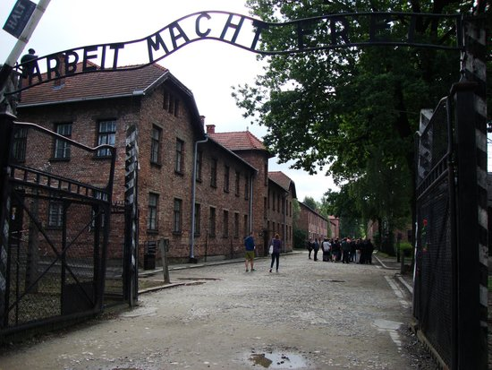 Escape2Poland - tours and transfers: Entrance to Auschwitz