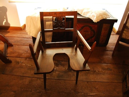 Musée alsacien : Birthing Chair- Yikes